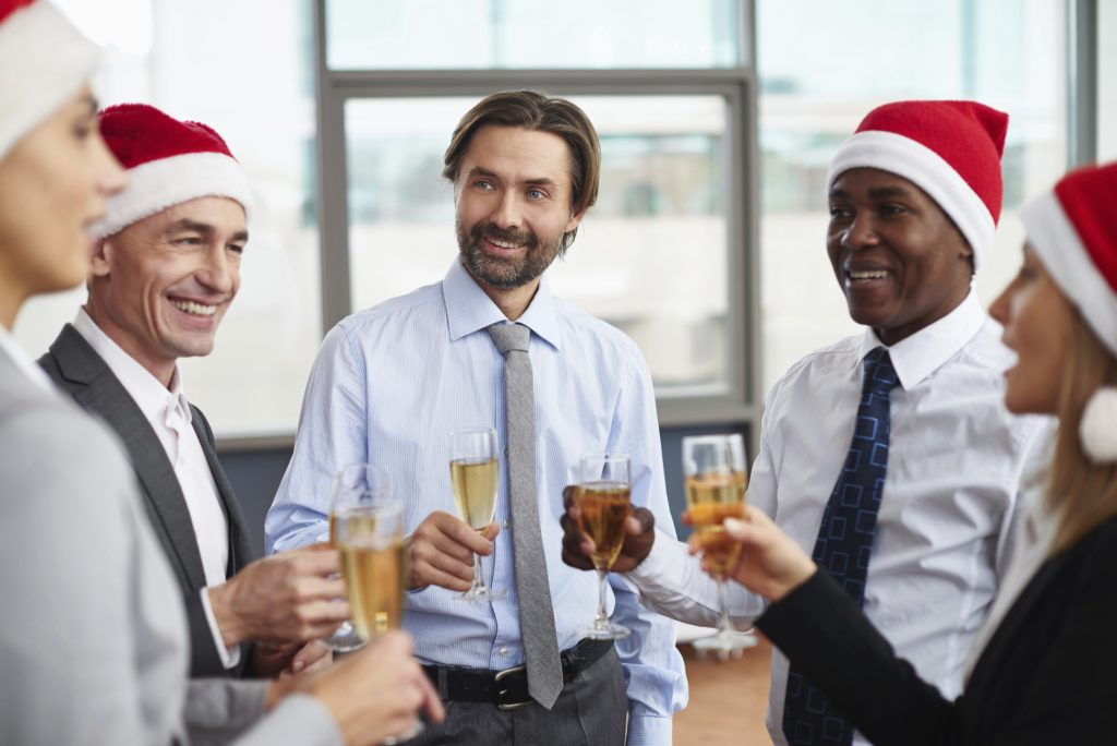What Modest Clothing to Wear to a Holiday Party